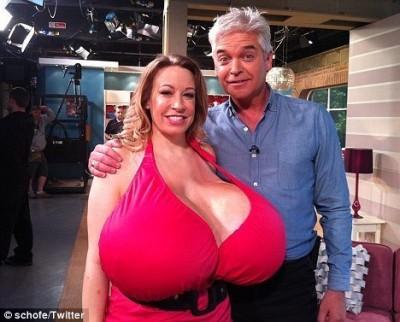 большие женские груди фото