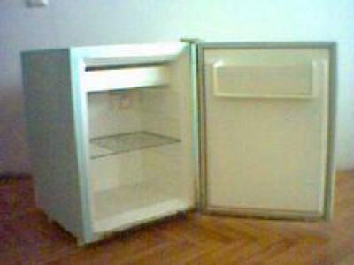 Нужен маленький холодильник с одной камерой..Типо такого.